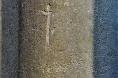 C08) South rectangular pillar, south eastern column.  Possibly a cross.